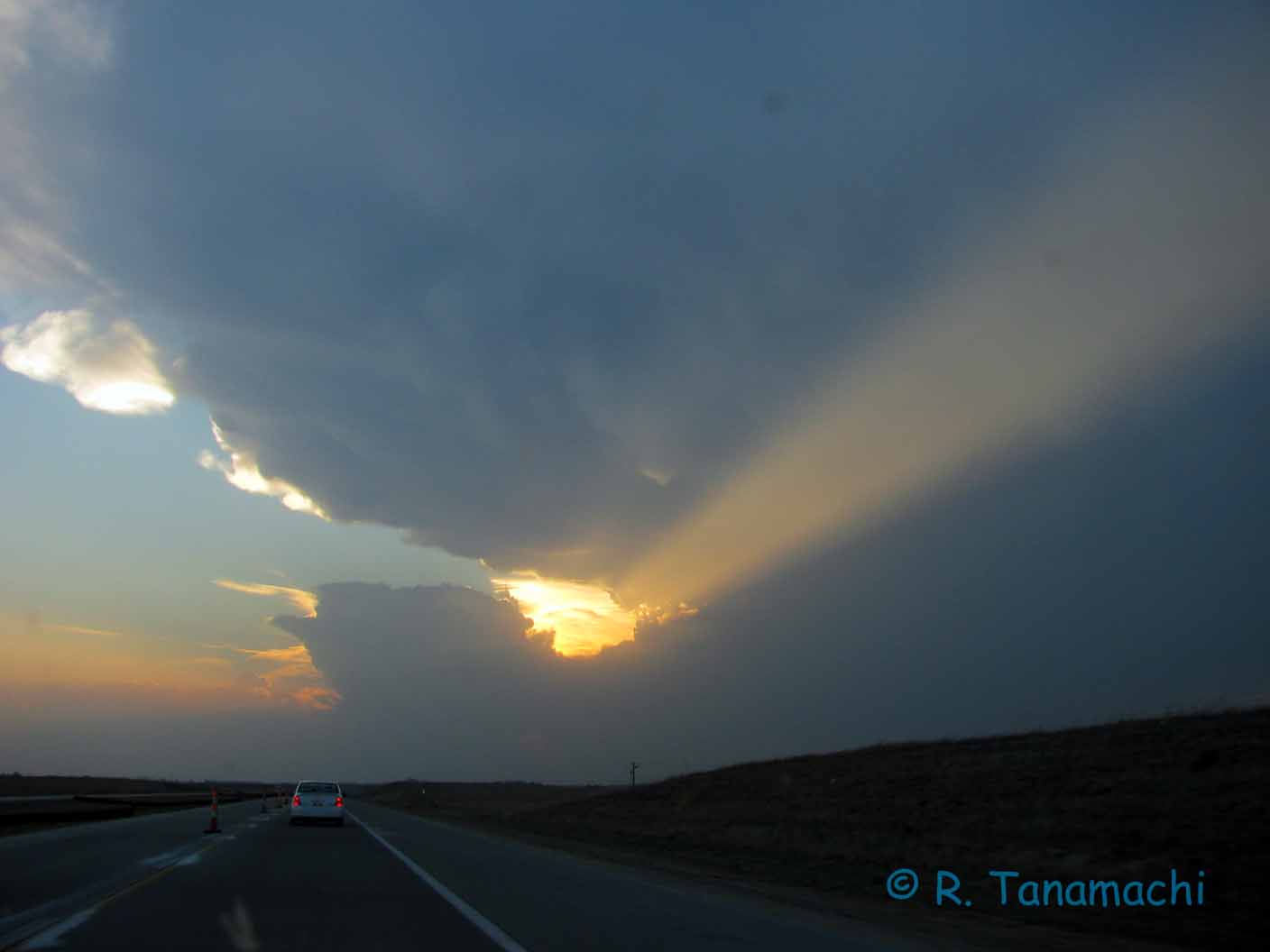 Left-moving supercell near Pratt, KS on 9 April 2011