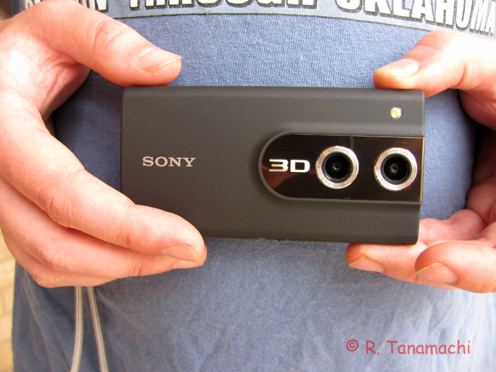 The Sony Bloggie MHS-FS3 in hand
