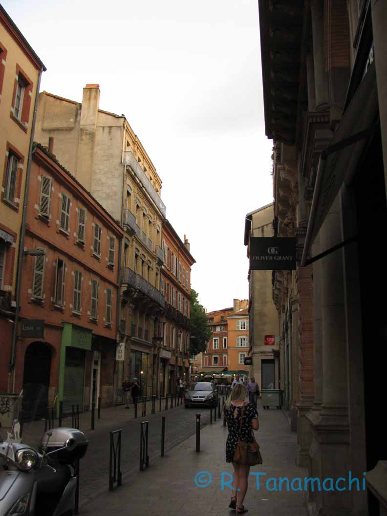 An evening stroll down the streets of Toulouse