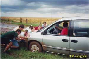AOS 455 students work to free Van #2 from Kansas mud.